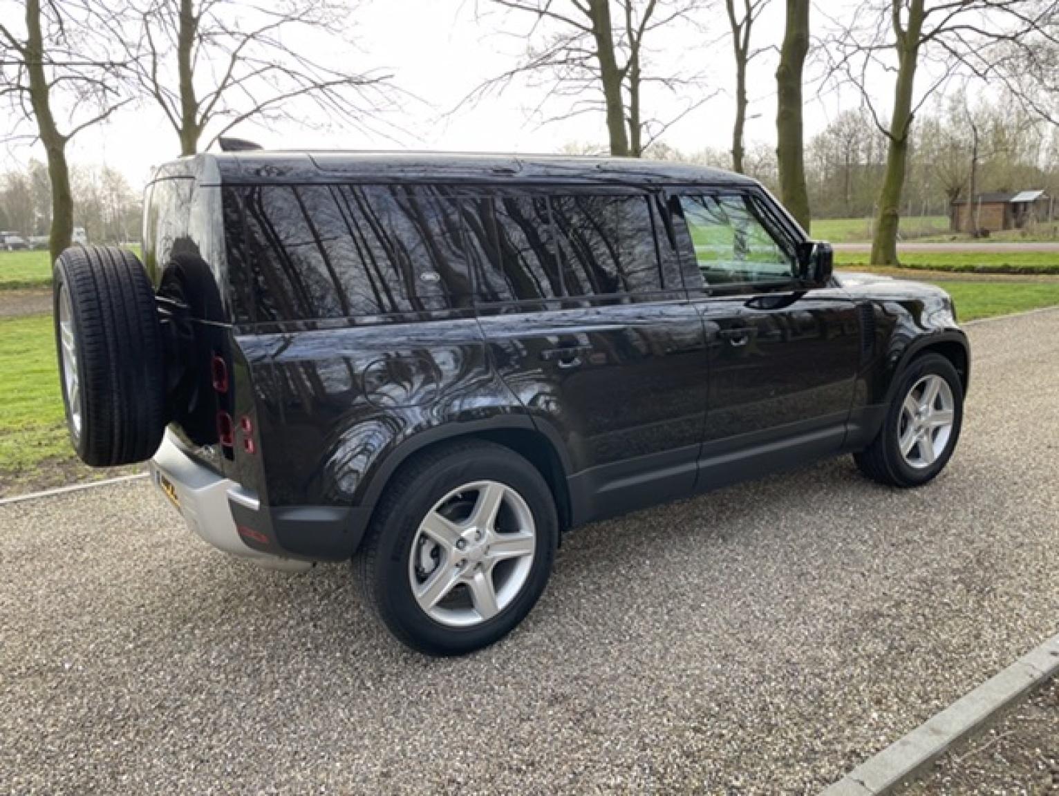 Land Rover-Defender-6