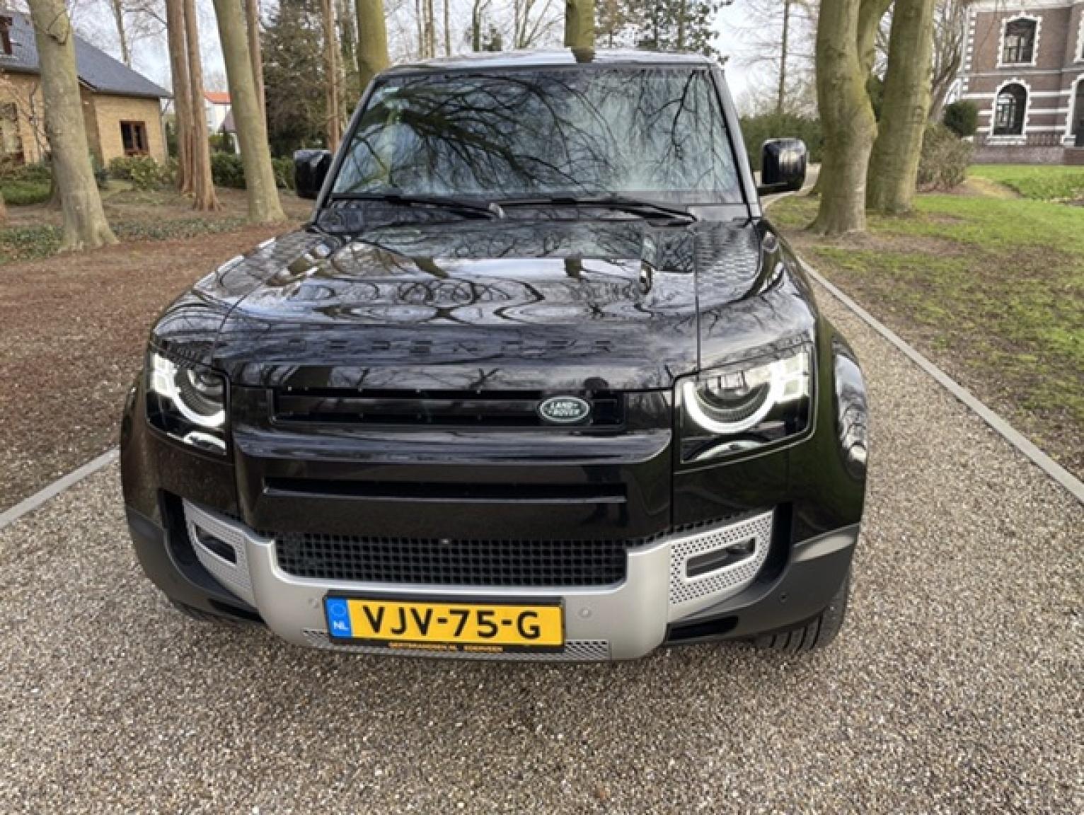 Land Rover-Defender-2